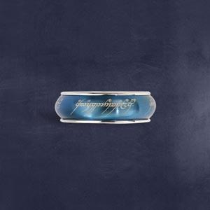 Der Eine Ring - Rotierend, im Schmuckdisplay, blau bei The Noble Collection